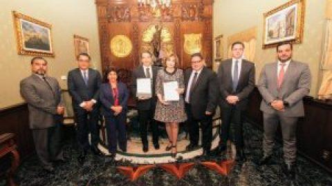 FIRMAN CONVENIO LA ESCUELA LIBRE DE DERECHO DE PUEBLA Y EL TRIBUNAL DE JUSTICIA ADMINISTRATIVA DEL ESTADO DE PUEBLA