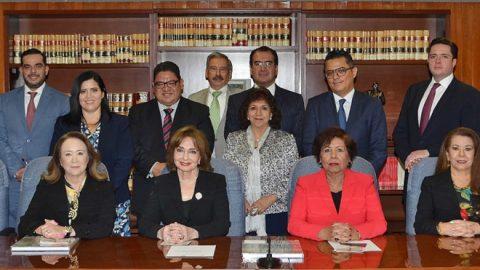 Magistrada presidenta del Tribunal de Justicia Administrativa de la Ciudad de Mexico, Yasmín Esquivel Mossa y la Magistrada presidenta del Tribunal de Justicia Administrativa del Estado de Puebla, María de Lourdes Dib y Álvarez, firman convenio de colaboración Académico y Tecnológico